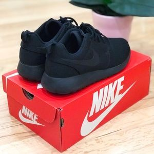 Nike Roshe One Black/Dark Grey